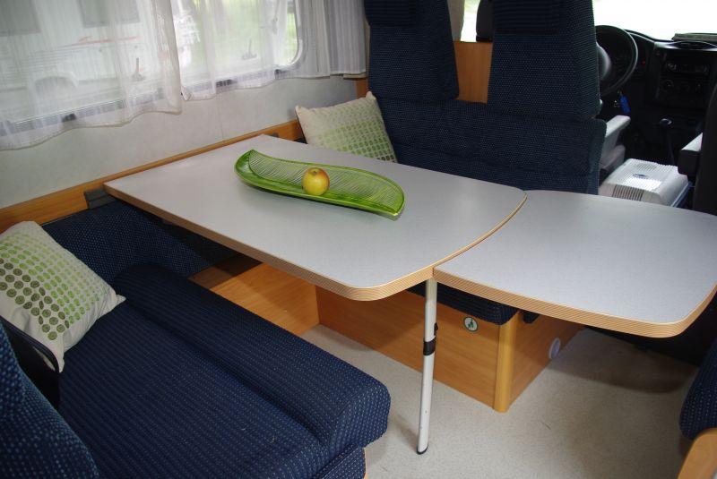 Superbe table pour camping car interieur 5 id al pour for Interieur camping car